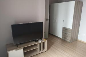 For RentCondoChengwatana, Muangthong : 💥🎉Hot deal for rent Plum Condo Chaengwattana Station Phase 2 [Plum Condo Chaengwattana Station Phase 2] beautiful room, good price, convenient transportation, a few minutes from the train. Fully furnished Ready to move in immediately Make an appointment t